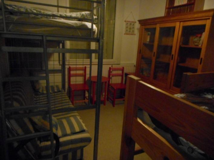 Location de vacances - Appartement à Saint-Malo - Chambre 2 (clic clac et lit au dessus)