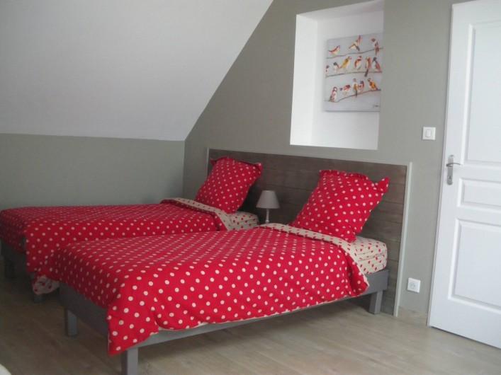 Location de vacances - Gîte à Chauffours - Chambre rouge à 3 lits simples à l'étage
