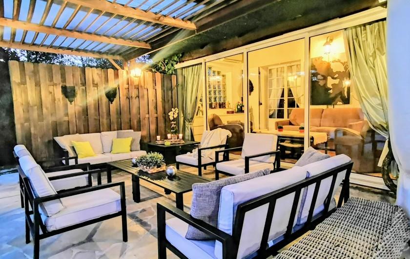 Location de vacances - Villa à Le Cannet - COIN SALON EXTERIEUR