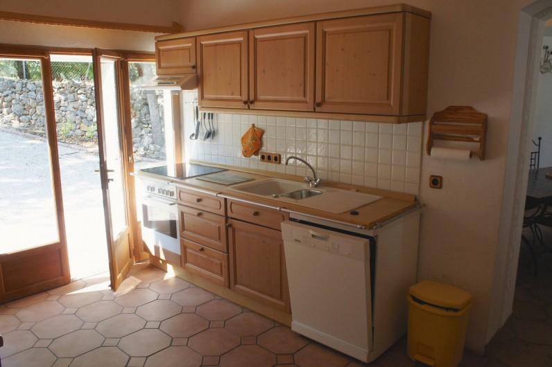 Location de vacances - Villa à Saint-Cézaire-sur-Siagne - cuisine