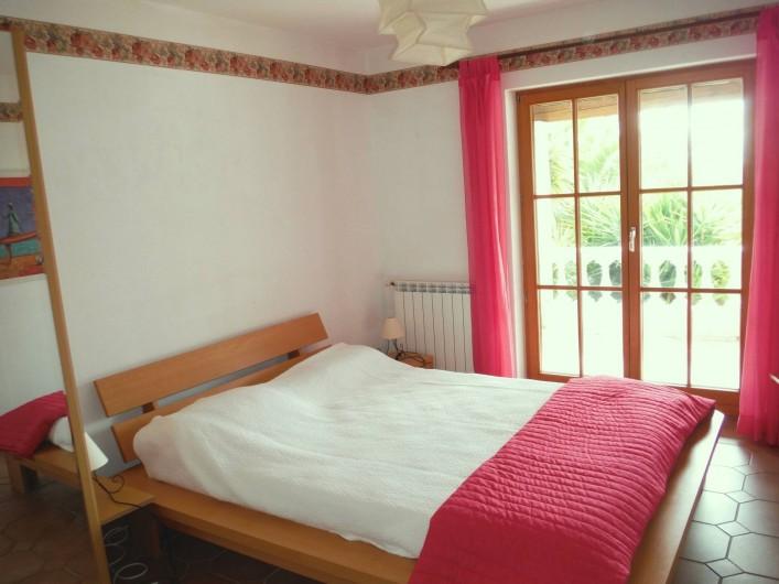 Location de vacances - Villa à Saint-Cézaire-sur-Siagne - chambre 1
