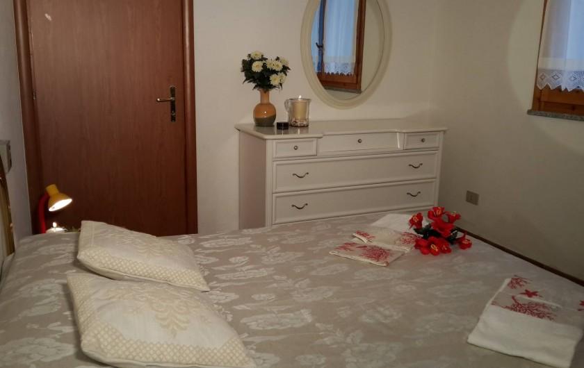 Location de vacances - Maison - Villa à Solanas - 1° camera matrimoniale con finestra panoramica