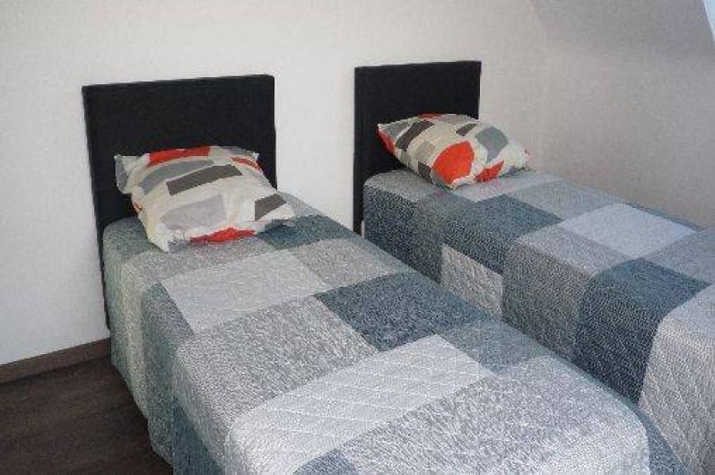 Location de vacances - Villa à Penvénan - chambre avec deux lits d'UNE PERSONNE A L'ETAGE