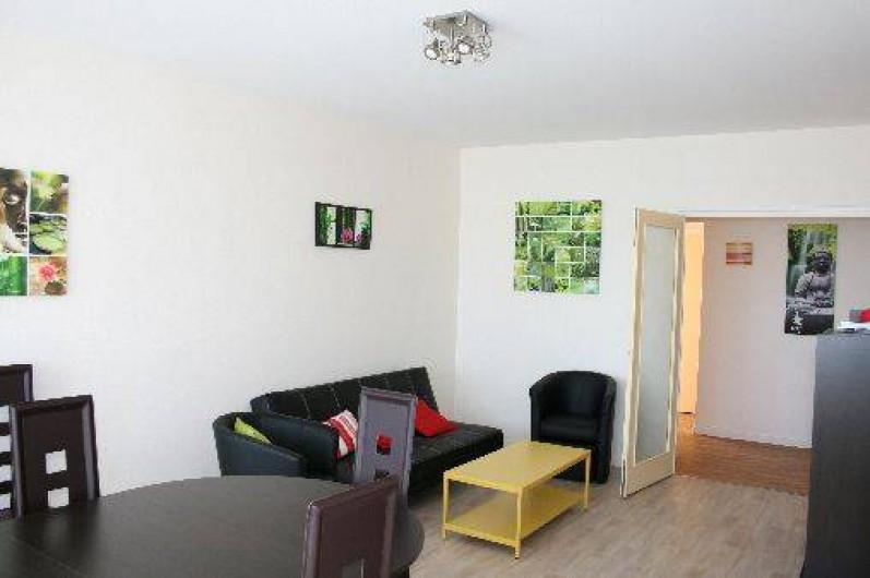 Location de vacances - Appartement à La Rochelle - Salle de séjour avec table ovale et 6 chaises