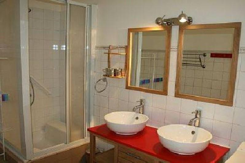 Location de vacances - Appartement à La Rochelle - Salle de bain avec machine à laver le linge