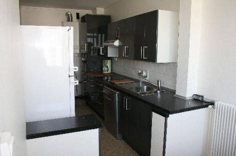 Location de vacances - Appartement à La Rochelle - Cuisine équipée de tous les ustensiles et vaisselle nécessaires