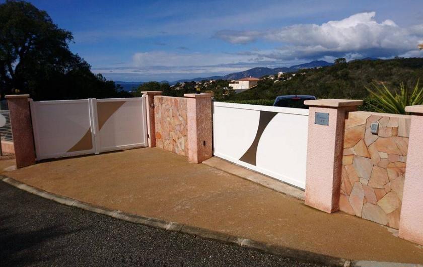 Location de vacances - Villa à Grosseto-Prugna - Entrée privée avec portail motorisé