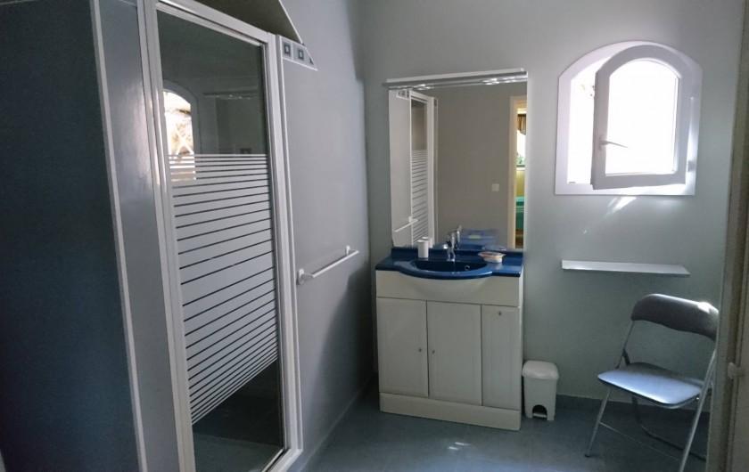 Location de vacances - Villa à Grosseto-Prugna - Salle de bain spacieuse
