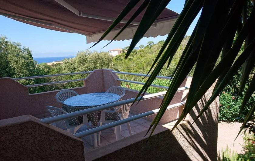 Location de vacances - Villa à Grosseto-Prugna - Terrasse avec couchers de soleil sur les îles sanguinaires