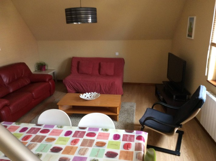 Location de vacances - Appartement à Orschwiller - Coin salon et Chambre avec le canapé lit
