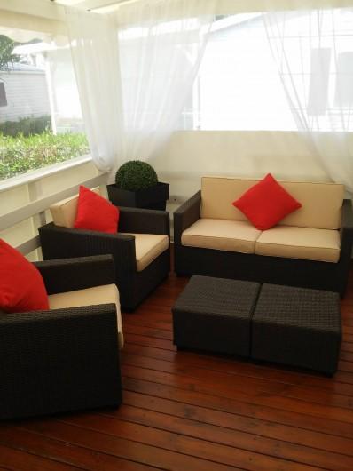 Location de vacances - Camping à Vias - Salon en terrasse couverte