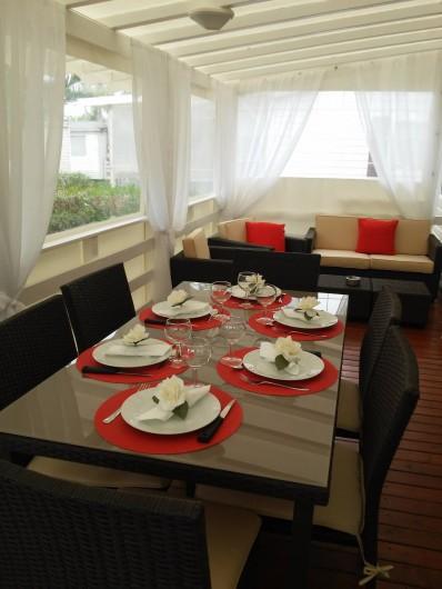 Location de vacances - Camping à Vias - coin repas en terrasse couverte