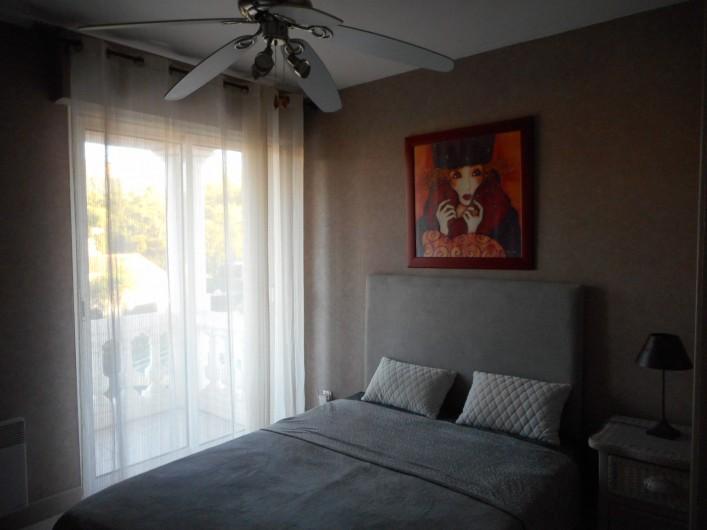 Location de vacances - Villa à Roquebrune-sur-Argens - Chambre N° 2 lit de 140 donnant sur terrasse privative