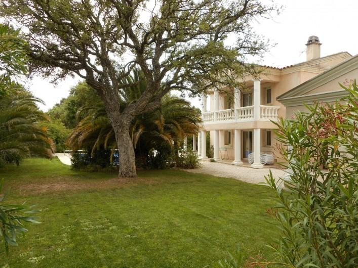Location de vacances - Villa à Roquebrune-sur-Argens - Façade arrière