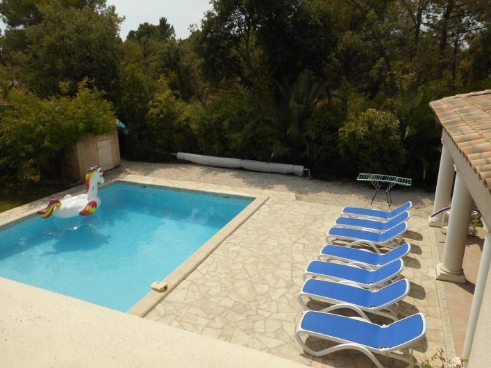 Location de vacances - Villa à Roquebrune-sur-Argens - piscine + Transats
