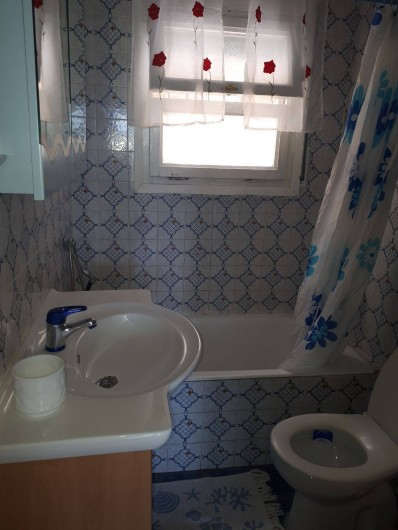 Location de vacances - Villa à Lloret de Mar - salle de bain + wc