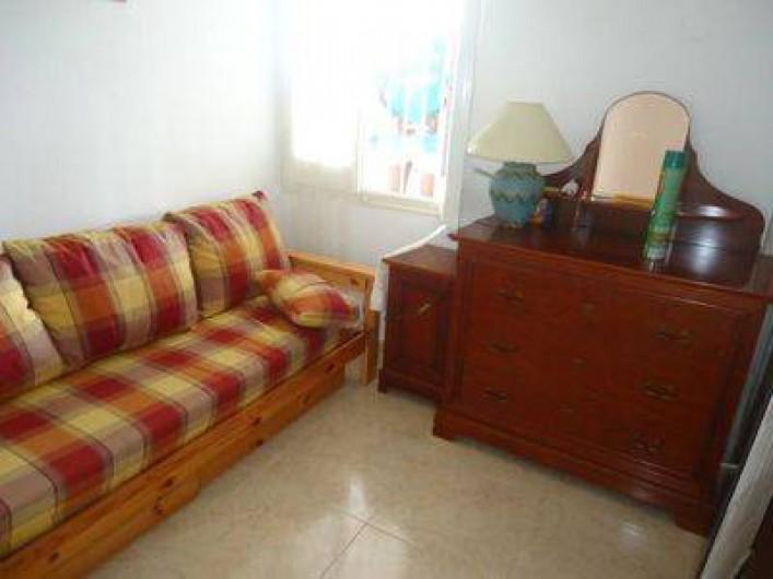 Location de vacances - Villa à Lloret de Mar - chambre du bas clic clac en 140