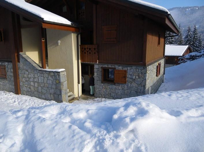 Location de vacances - Appartement à Les Carroz d'Arâches - entrée chalet