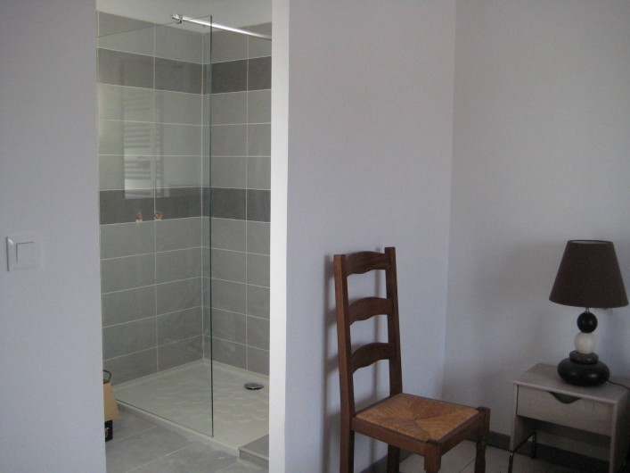 Location de vacances - Villa à Saint-Jean-de-Maruéjols-et-Avéjan - salle de douche privée