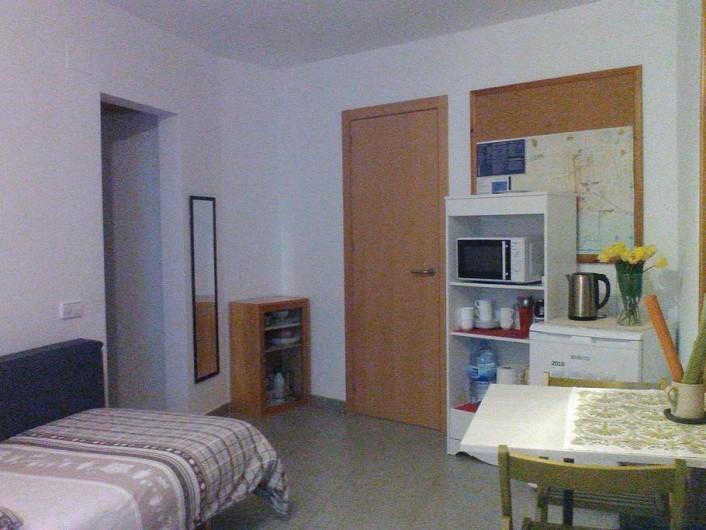 Location de vacances - Appartement à Vilanova i la Geltrú - salle à séjour avec équipement polyvalent