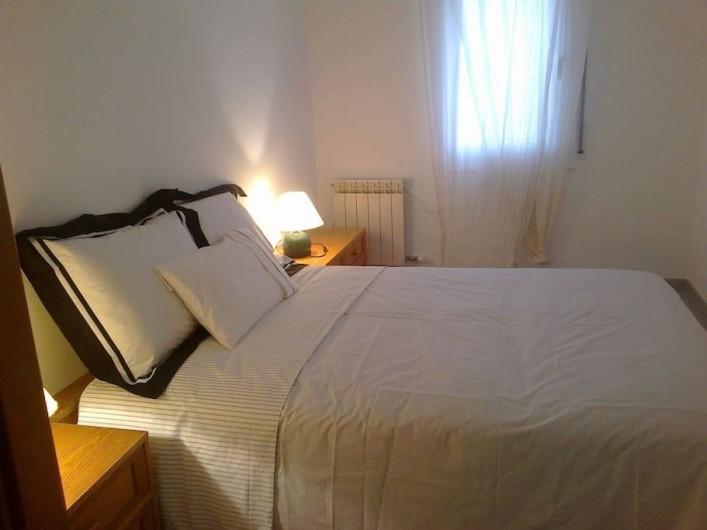 Location de vacances - Appartement à Vilanova i la Geltrú - chambre à coucher  double lit  1'35 x 180