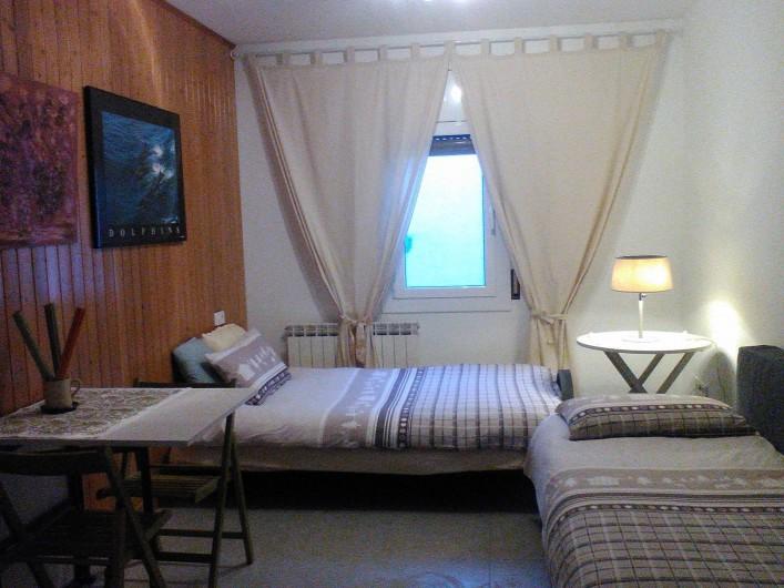 Location de vacances - Appartement à Vilanova i la Geltrú - salle séjour habillé lit clic-clac et simpler