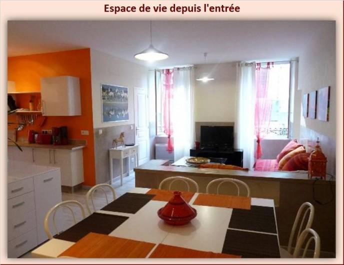 Location de vacances - Appartement à Eaux-Bonnes - Espace de vie vu de l'entrée