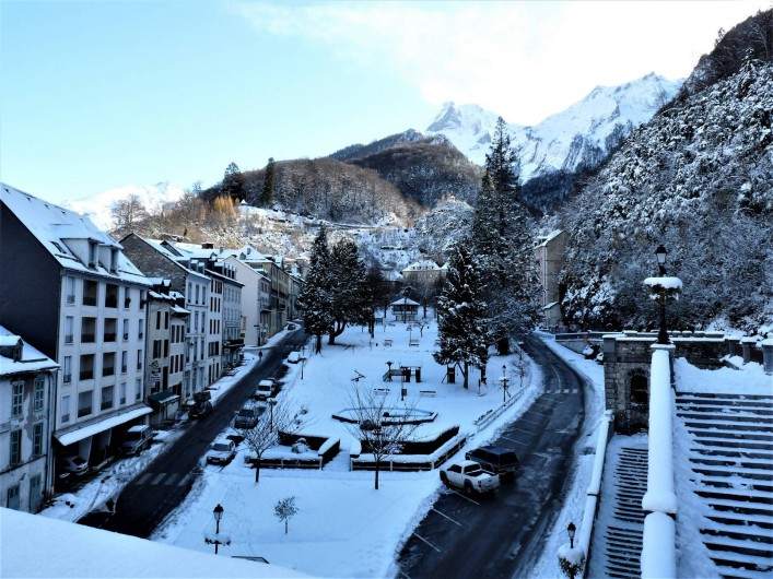 Location de vacances - Appartement à Eaux-Bonnes - le village enneigé