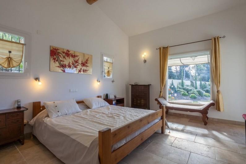 Location de vacances - Villa à L'Isle-sur-la-Sorgue - master chambre 1