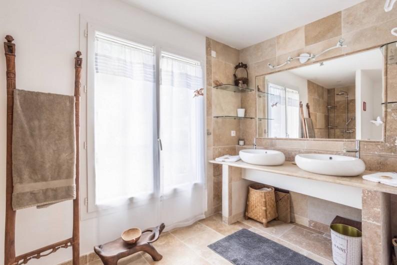 Location de vacances - Villa à L'Isle-sur-la-Sorgue - salle de bain master
