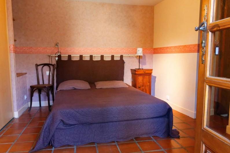 Location de vacances - Gîte à Saint-Victor-et-Melvieu - chambre lit en 140