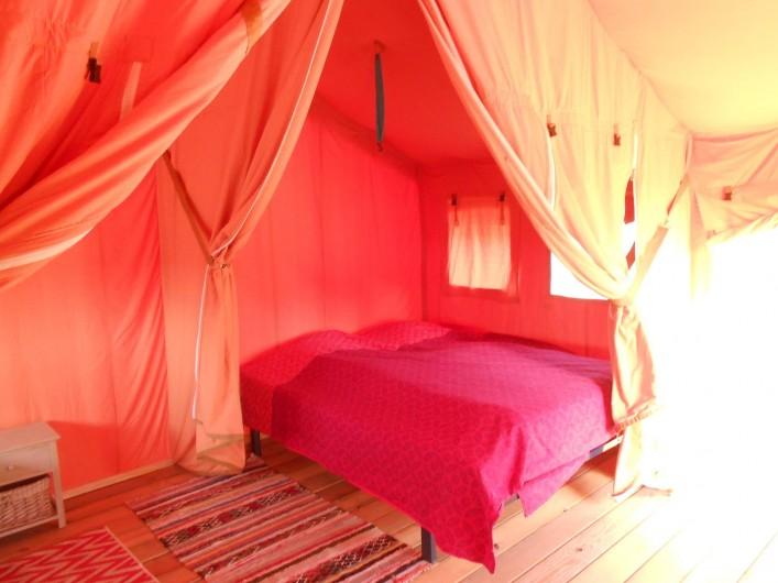 Location de vacances - Insolite à Labarre - La chambre avec lit Queen size