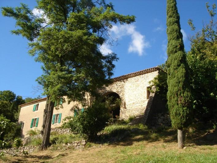 Location de vacances - Mas à Saint-Roman-de-Codières - vue globale du mas