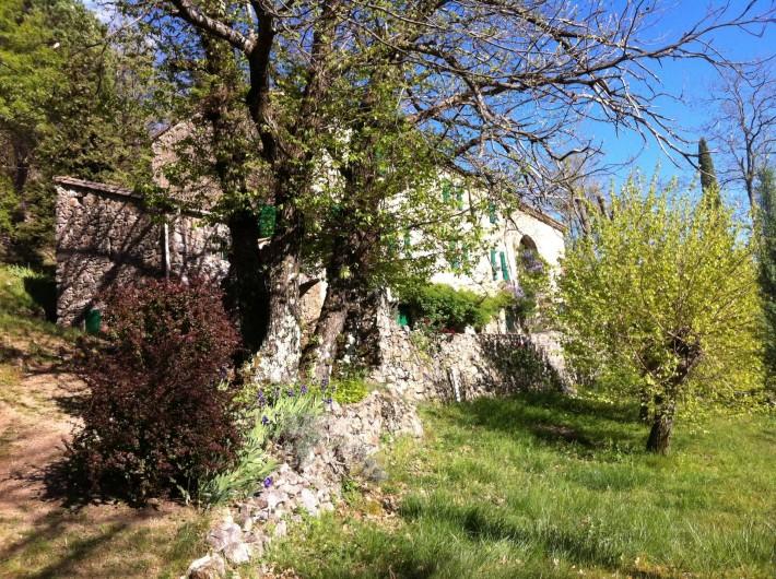 Location de vacances - Mas à Saint-Roman-de-Codières - arrivée sur la maison