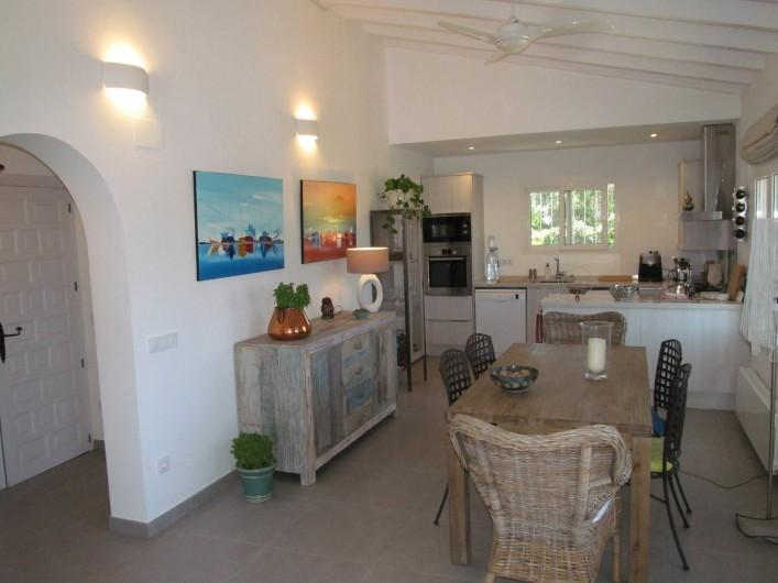 Location de vacances - Villa à Xàbia - salle à manger et cuisine