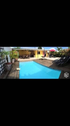 Location de vacances - Villa à Saint-Pierre - Extérieur Jour grand angle