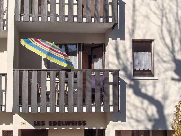 Location de vacances - Appartement à Samoëns - Balcon généreusement ensoleillé