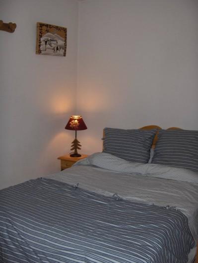 Location de vacances - Appartement à Samoëns - Chambre lumineuse avec lit 2 personnes