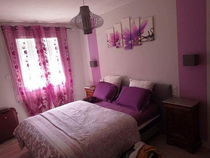 Location de vacances - Gîte à Locarn - Chambre en 160. Matelas à mémoires de formes, TV