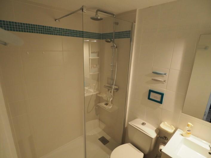 Location de vacances - Studio à Hyères - Grande douche