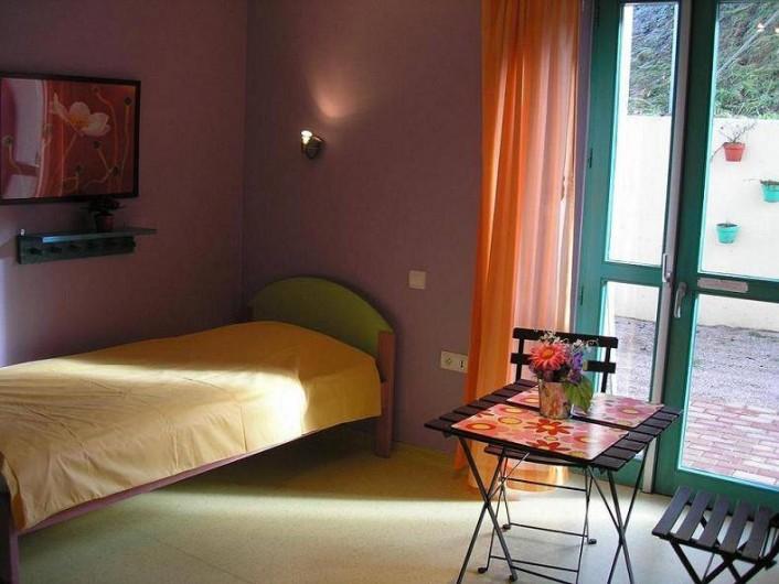 Location de vacances - Maison - Villa à Sainte-Marie-aux-Mines - chambre de 2 personnes avec salle de bainau rez de chaussée