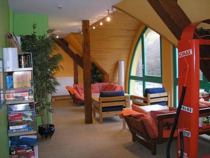 Location de vacances - Maison - Villa à Sainte-Marie-aux-Mines - Entrée au 2ème étage désservie par une passerelle et le Salon