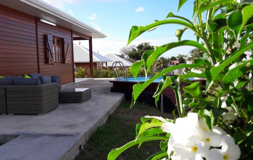 Location de vacances - Villa à Saint-François - Piscine de 4,5m de diamètre et 1,20m de profondeur et son salon de jardin.