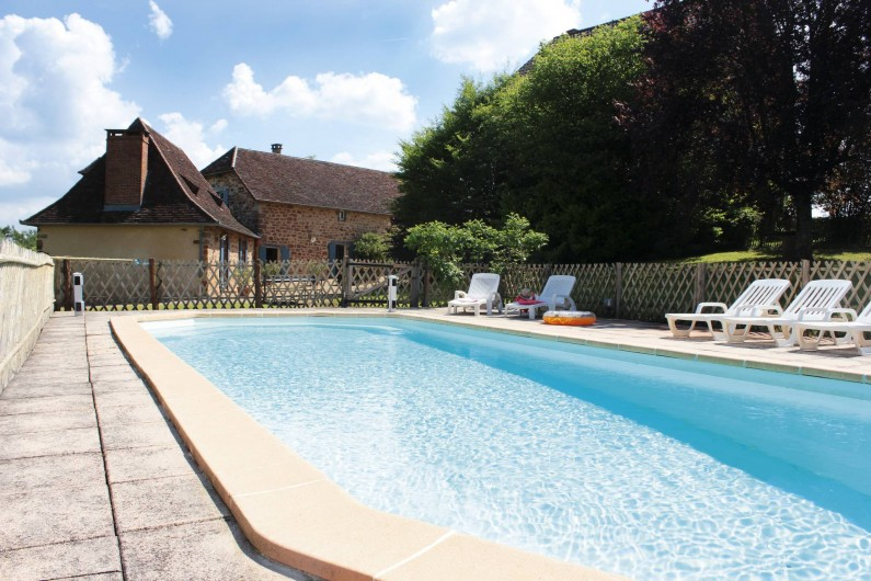Location de vacances - Gîte à Hautefort - Les 2 gîtes-la piscine 11x4m