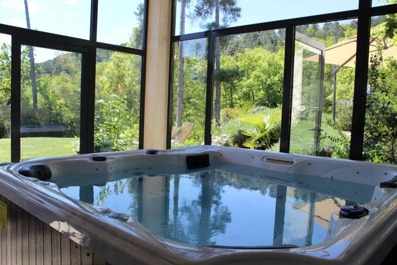 Location de vacances - Villa à Aubenas - Jacuzzi