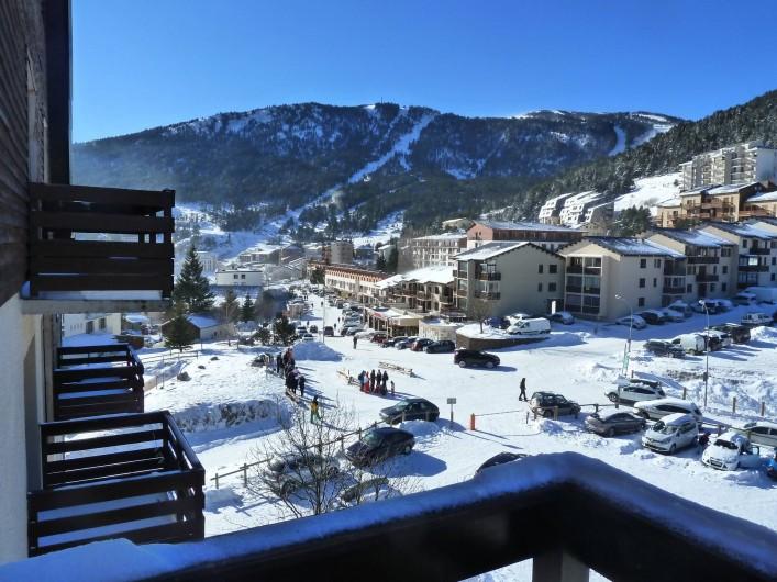 Location de vacances - Appartement à Les Angles - Vue du balcon en hiver
