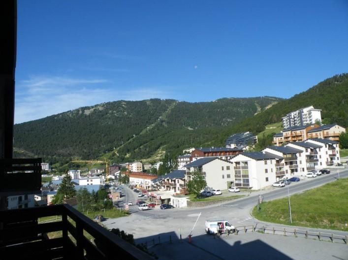 Location de vacances - Appartement à Les Angles - Vue sur le village