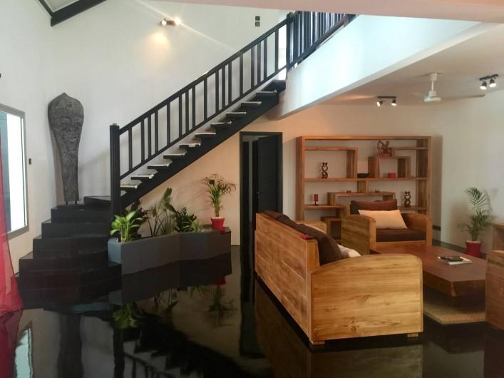 Location de vacances - Villa à Saint-Pierre - Escalier menant au premier étage