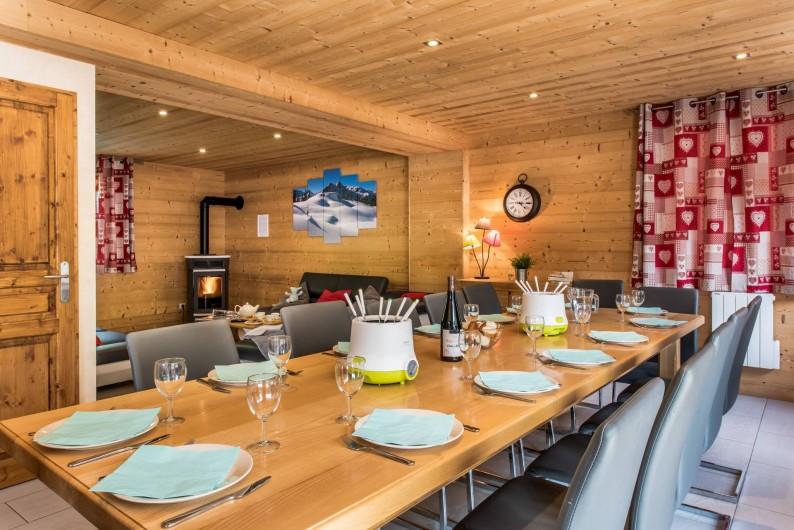 Location de vacances - Chalet à Les Menuires - Chalets-Lacuzon-grande table  conviviale pour 14 personnes