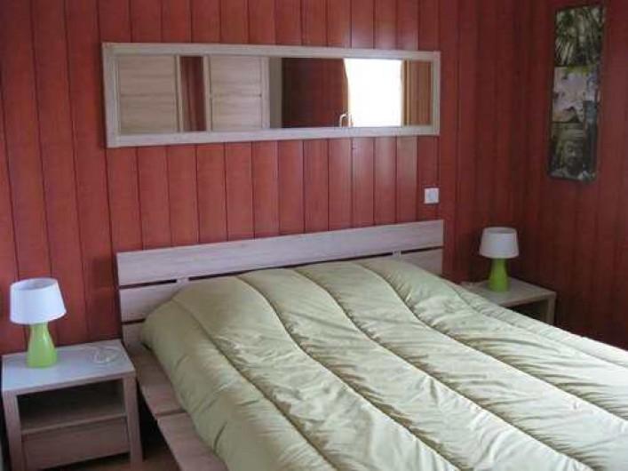 """Location de vacances - Chalet à La Bresse - La chambre """"PALMIER"""" /  Le Chalet Vert /  La Bresse"""